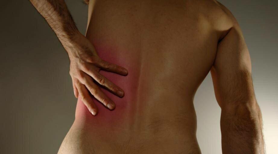 Боль под правой лопаткой сзади со спины: причины и тактика лечения